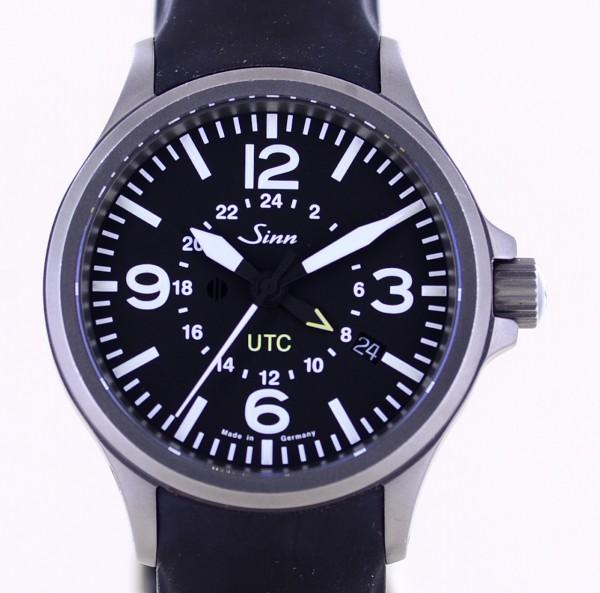 Flieger 856 UTC Datum Steel black Dial Rubber Sportlich Automatik B+P